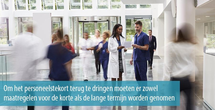 Om het personeelstekort terug te dringen moeten er zowel maatregelen voor de korte als de lange termijn worden genomen